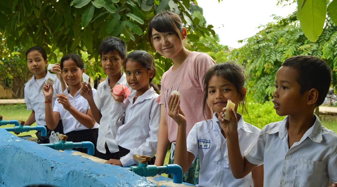 Projects Abroad volunteer working with children teach them how to properly wash their hands.